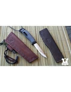 Funda de cuero marrón para cuchillo Mora con porta pedernal.